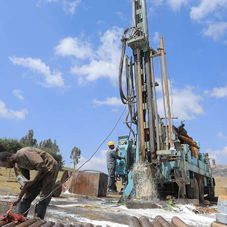 Wasserbohrgerät im Einsatz in Äthiopien